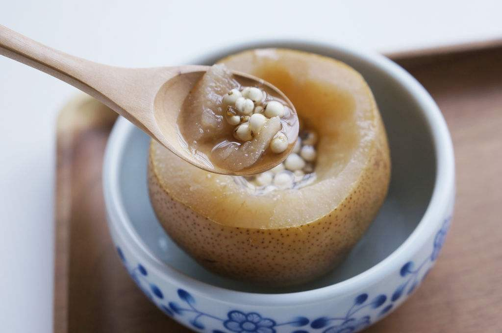 Sweet Pear Steamed with Sichuan Fritillary Bulb